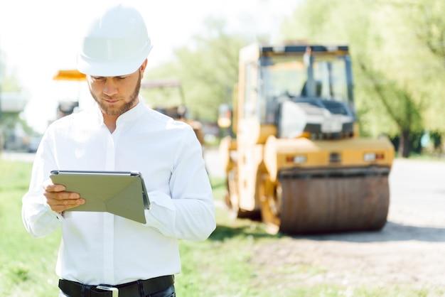Ingenieurbauunternehmen, baut eine neue straße working