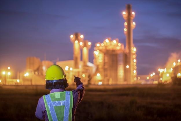 Ingenieure arbeiten in kraftwerken