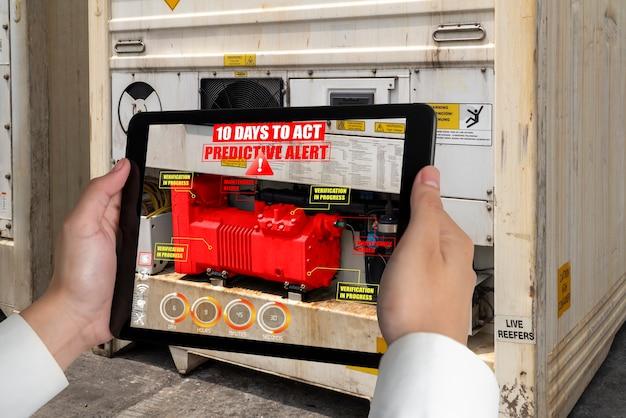 Ingenieure verwenden augmented-reality-software in der produktionslinie für intelligente fabriken