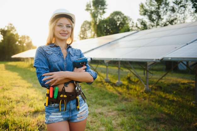 Ingenieurin entwickelt projekt zur installation von sonnenkollektoren im freien