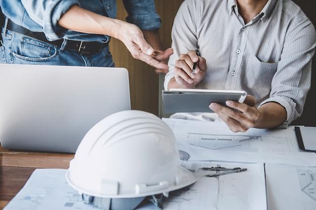 Ingenieurteamwork-sitzung, zeichnung, die an plansitzung für das projekt arbeitet mit partner arbeitet