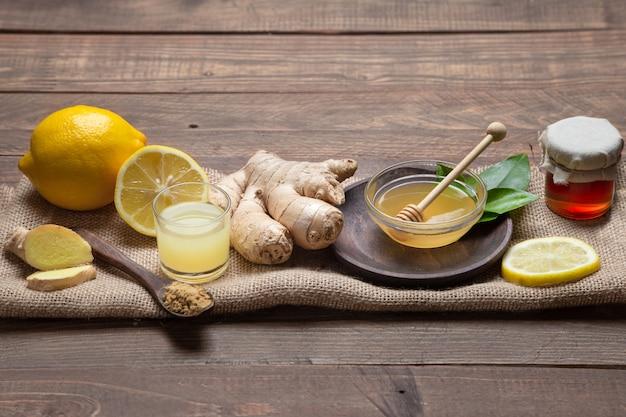 Ingwer, honig und zitrone