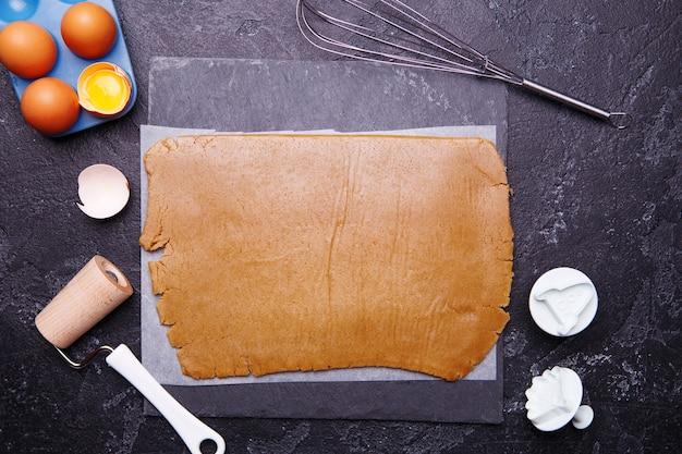 Ingwerteig für kekse, eier, nimbus und schimmelpilze