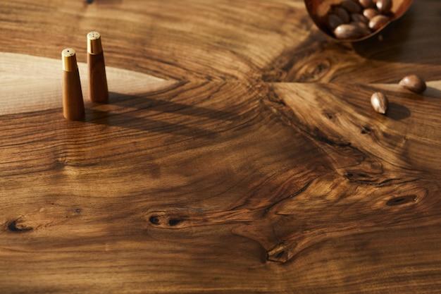 Innen stilvolles esszimmer mit familienholztischdetails tischtexturschablone