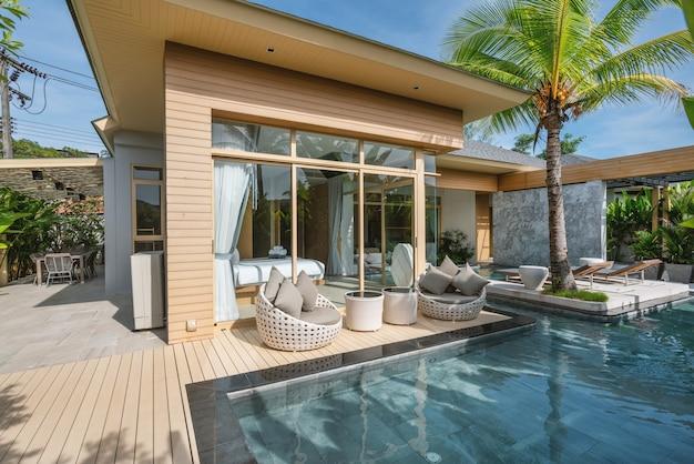 Innen- und außendesign der luxus-poolvilla, des hauses und des hauses mit swimmingpool