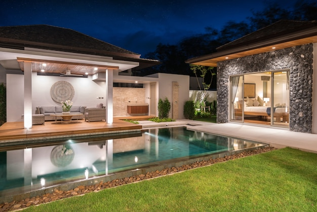 Innen- und außendesign der poolvilla mit swimmingpool, haus, haus