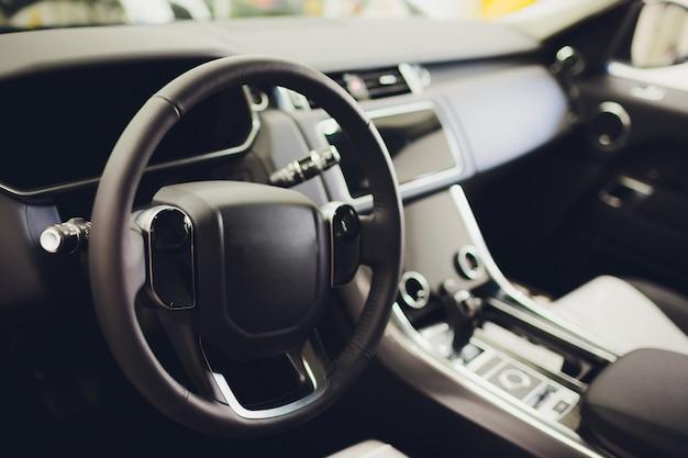 Innenansicht auto mit schwarzem salon