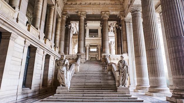 Innenansicht der gerichte in brüssel in belgien