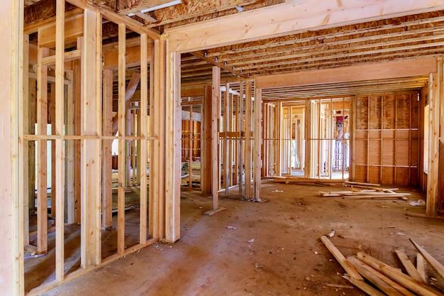 Innenansicht des neuen wohnhauses, das im bau neues haus einrahmt