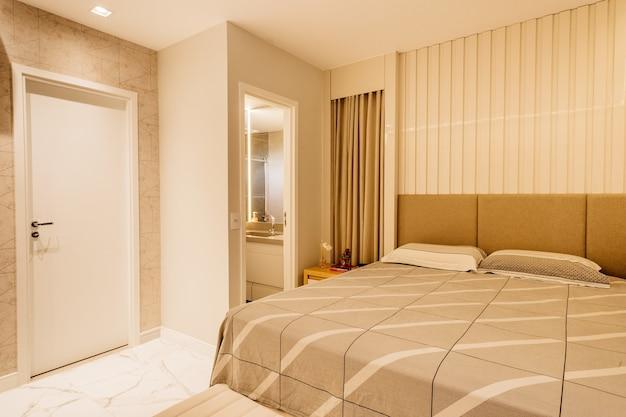 Innenarchitektur eines schlafzimmers mit moderner dekoration