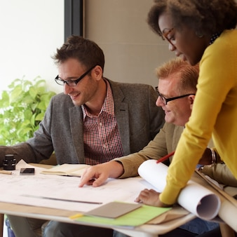 Innenaufbau team meeting brainstorming concept