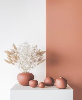 Inneneinrichtung der inneneinrichtung, stilvolle vase auf modernem orangefarbenem hintergrund