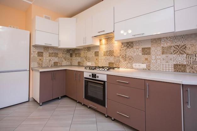 Innenfoto einer modernen beige küche