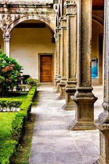 Innenhof der universität, santiago de compostela, spanien