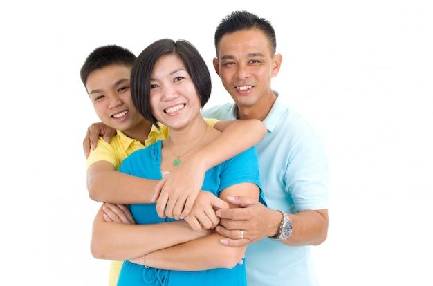 Innenportrait der schönen asiatischen familie