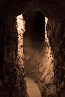 Innenraum der engen höhle, jerusalem, israel