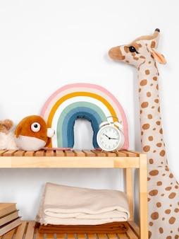 Innenraum der kinderzimmerdekoration mit spielzeug