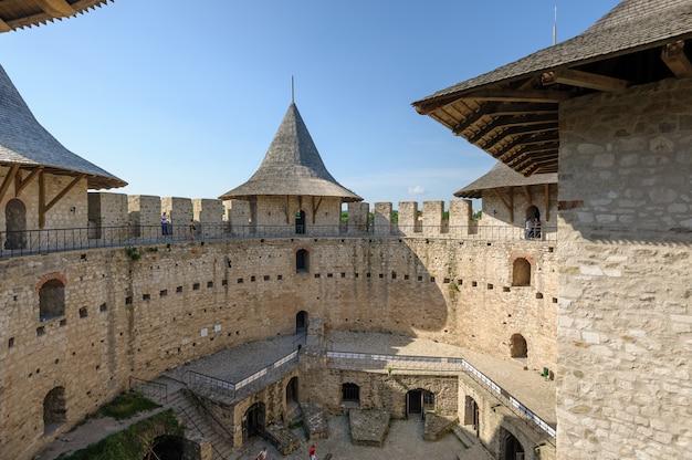 Innenraum der mittelalterlichen festung in soroca, republik moldau