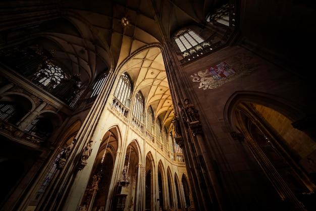 Innenraum der st. vitus kathedrale. prag, tschechische republik