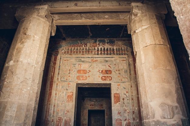 Innenraum des alten ägypten-tempels, ägypten.