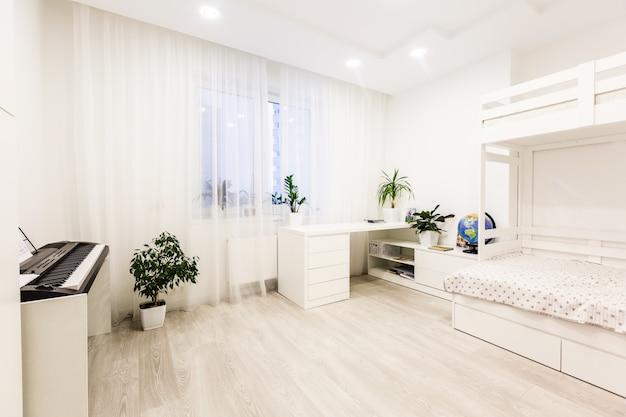 Innenraum des kinderraumes mit etagenbett