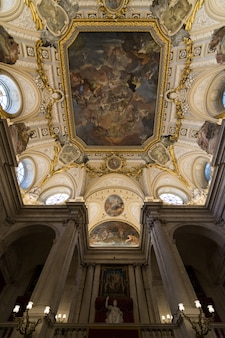 Innenraum des königspalastes in madrid, spanien.