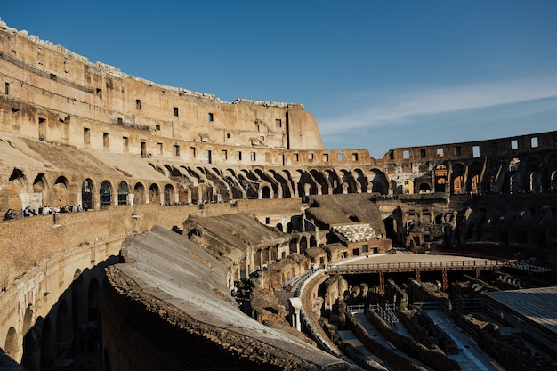 Innenraum des kolosseums, rom, italien.