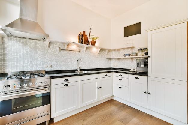 Innenraum einer schönen küche eines elitehauses