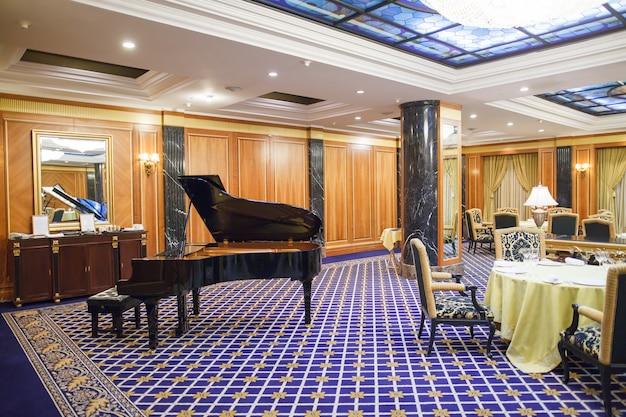 Innenraum eines fünf-sterne-premium-hotels.