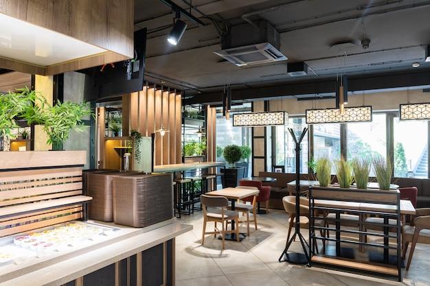 Innenraum eines modernen städtischen sonnenlichts des restaurants morgens