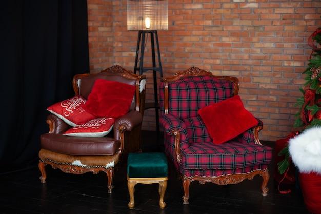 Innenraum eines raumes mit zwei sesseln