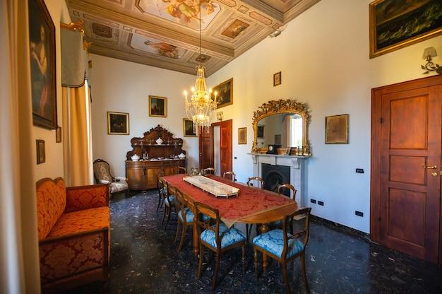 Innenraum in der villa graziani in der nähe der stadt vada in der toskanischen region