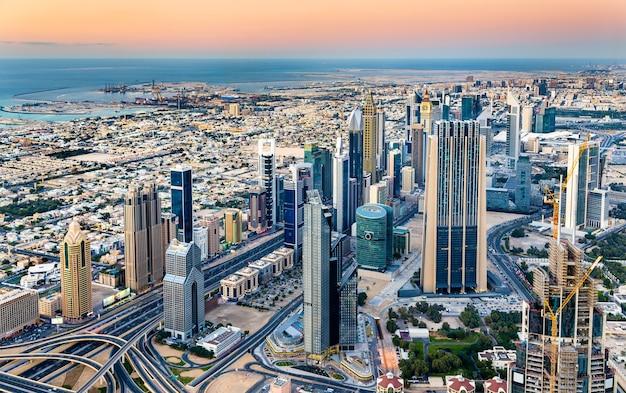 Innenstadt von dubai vom burj khalifa tower aus gesehen