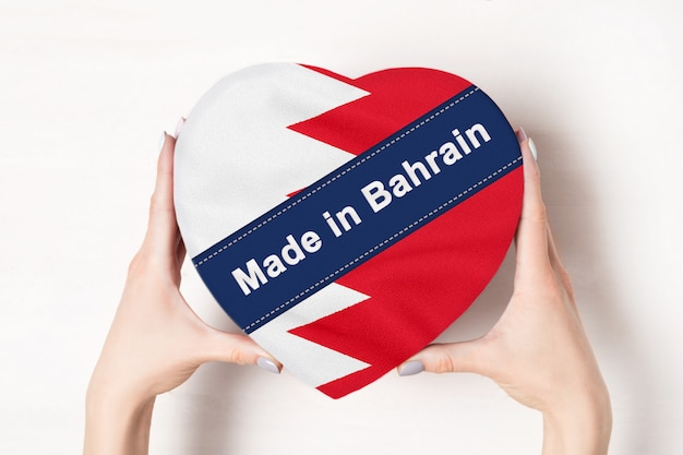 Inschrift made in the bahrain flagge mit herzform box