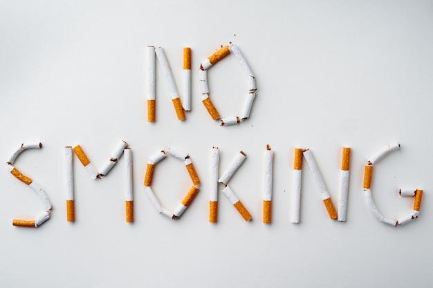 Inschrift wort nichtraucher aus zigaretten draufsicht gemacht