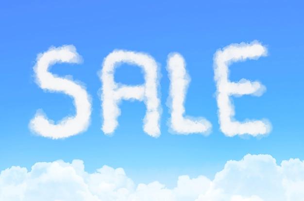 Inschriftenverkauf in den wolken gegen den blauen himmel.