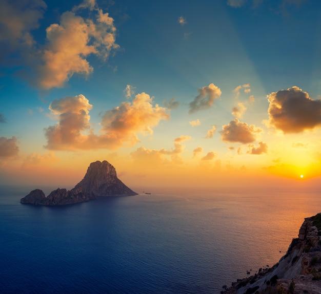 Insel-sonnenuntergang es vedra in den balearen