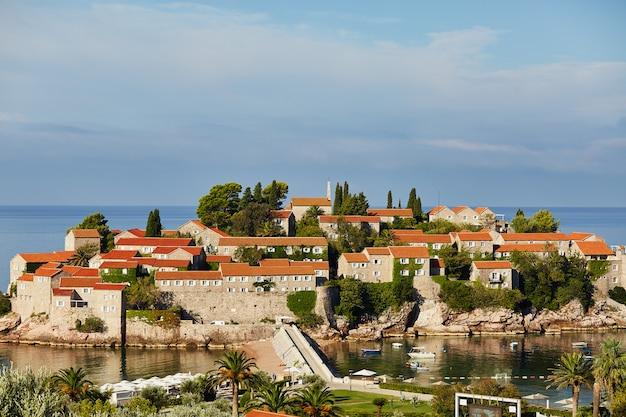 Insel sveti stefan - montenegro - architektur und natur