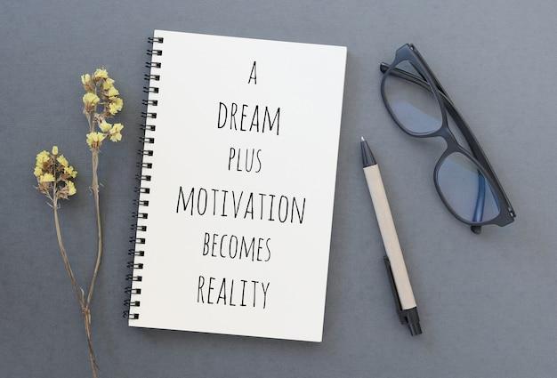 Inspirierend motivierendes zitat auf notizbuch