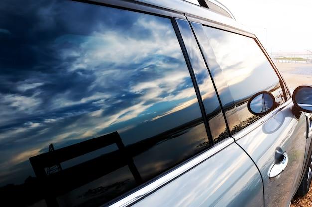 Installation der windschutzscheibenschutzfolie