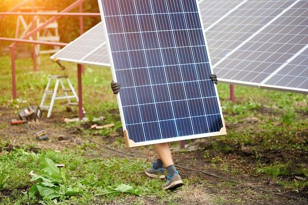 Installation eines eigenständigen solar-photovoltaik-panel-systems