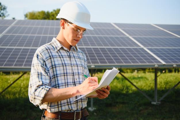 Installation und verkabelung eines eigenständigen solar-photovoltaik-panelsystems