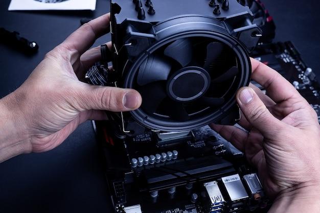 Installieren oder reparieren des luftkühlsystems des pc-prozessors