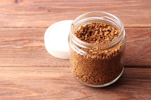 Instantkaffee hautnah auf dem tisch