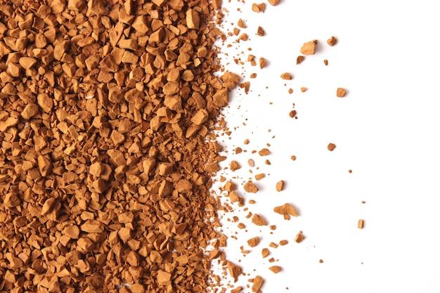 Instantkaffee isoliert auf weißem hintergrund kaffee kaffeegetränk