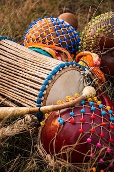 Instrumente für den afrikanischen karneval