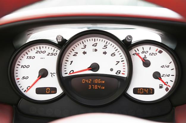 Instrumentierung eines sportwagens