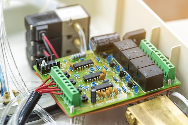 Integrierter halbleiter-mikrochip / mikroprozessor