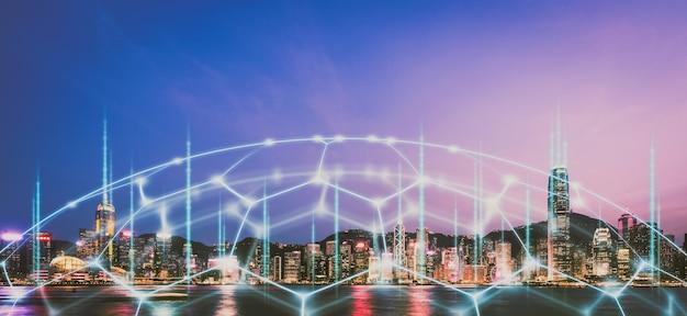 Intelligente netzwerk- und verbindungstechnologie der stadt hongkong bei nacht