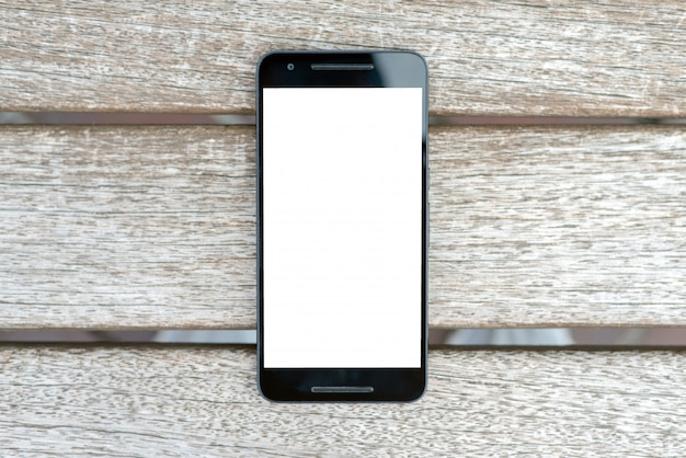 Intelligentes mobiltelefonmodell mit weißem schirm auf hölzernem hintergrund.